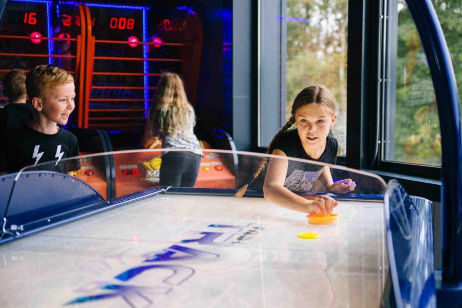 Speel Air Hockey bij ZERO55 in Apeldoorn