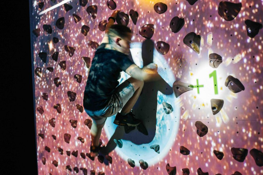 Speel de interactieve Climbing Wall bij ZERO55 in Apeldoorn