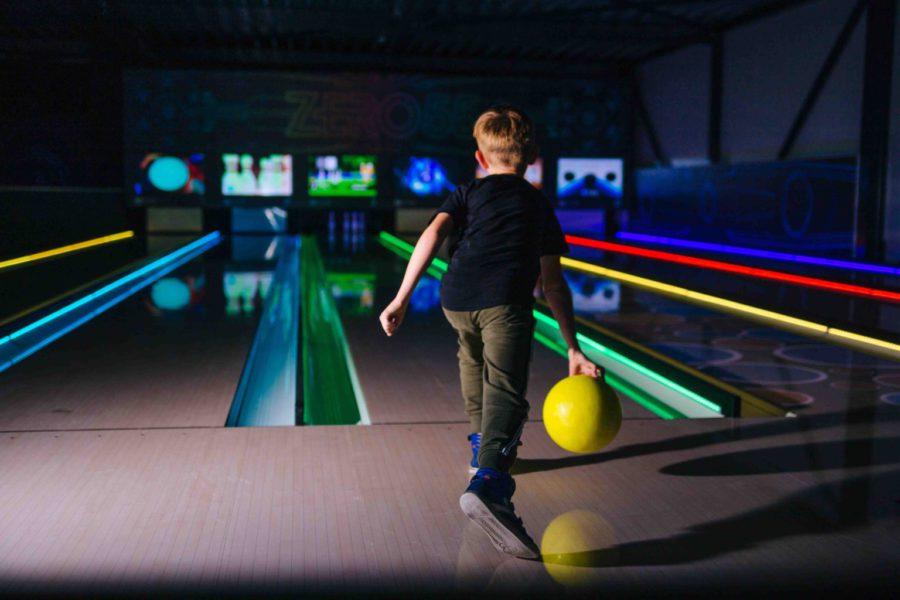 Speel Glow Bowling bij ZERO55 in Apeldoorn