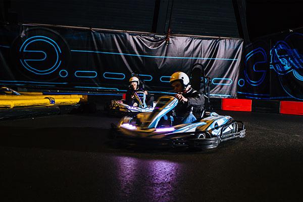 Zet jij de snelste tijd neer tijdens karten bij ZERO55 in Enschede?